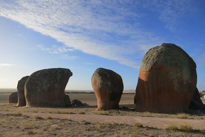 奇岩がニョキニョキ不思議な景色「マーフィーズ・ヘイスタック」
