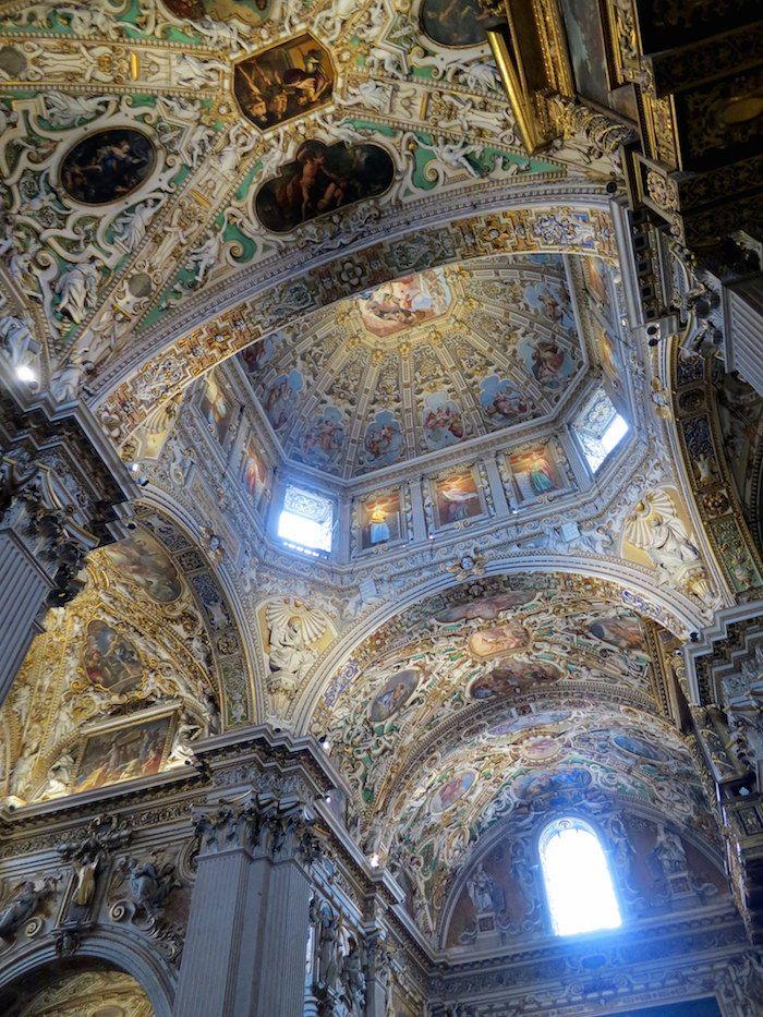 煌びやかな内部にうっとり!「サンタ・マリア・マッジョーレ教会」