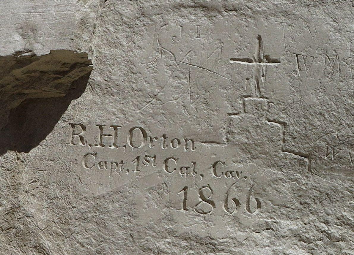 岩壁に残された落書きから歴史を学ぶ!米「エルモロ国定公園」