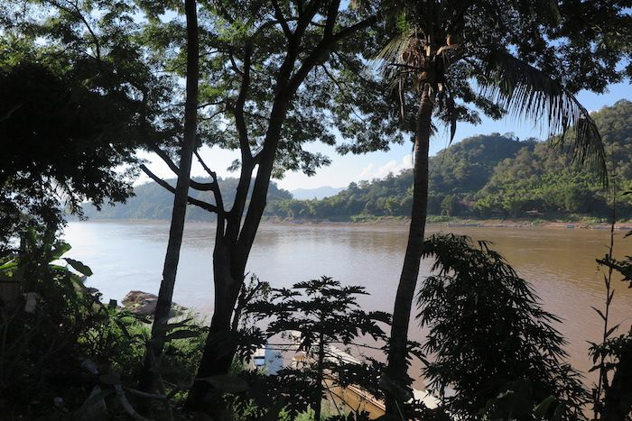 川と山に囲まれた緑豊かな町