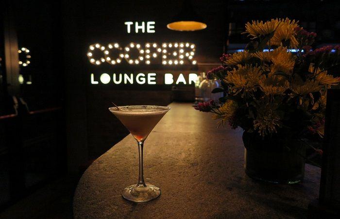 大人気のレストラン「OSAKI」と、お洒落なバー「The Cooper Lounge Bar」