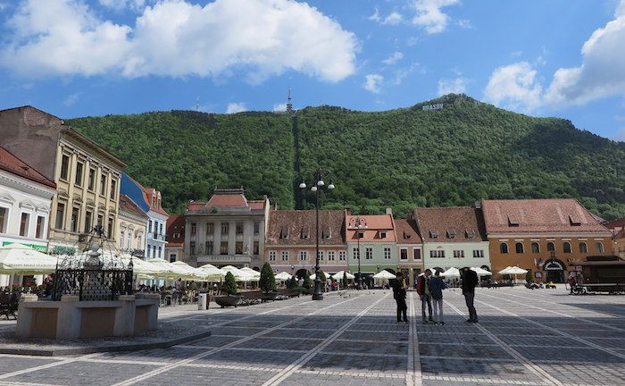 中世の町並みが見事に保存されたブラショフ旧市街