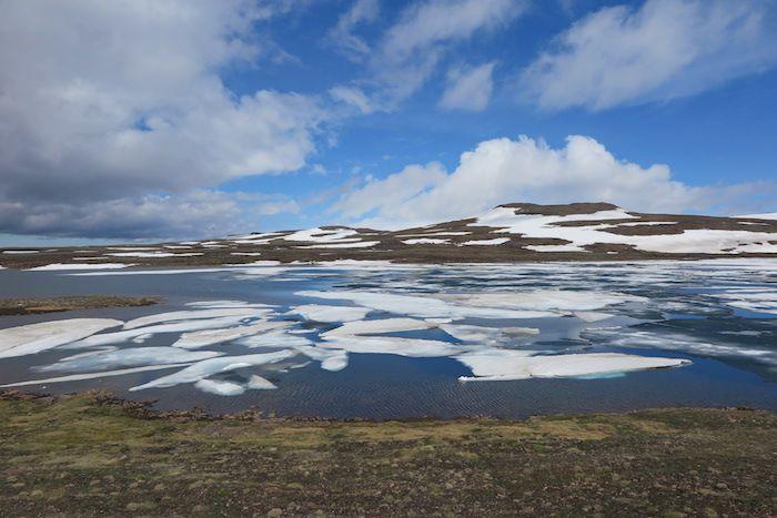 フィヨルド地形の入り組んだ海岸線が続くアイスランド東部