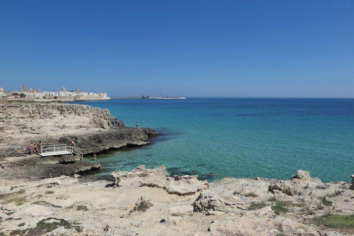 アドリア海の美しいビーチと岩場でリゾート気分!