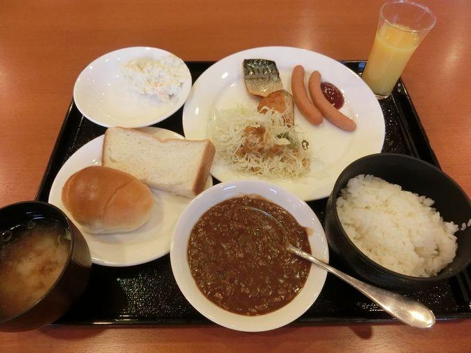 朝食は種類豊富な「和洋バイキング」