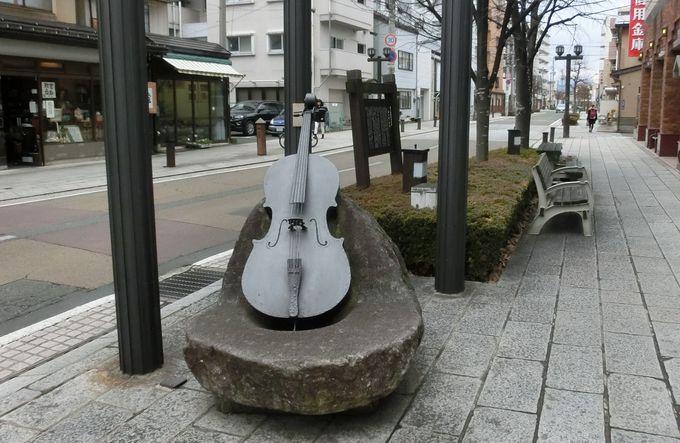 「いーはとーぶアベニュー」を彩る宮沢賢治に因んだモニュメント
