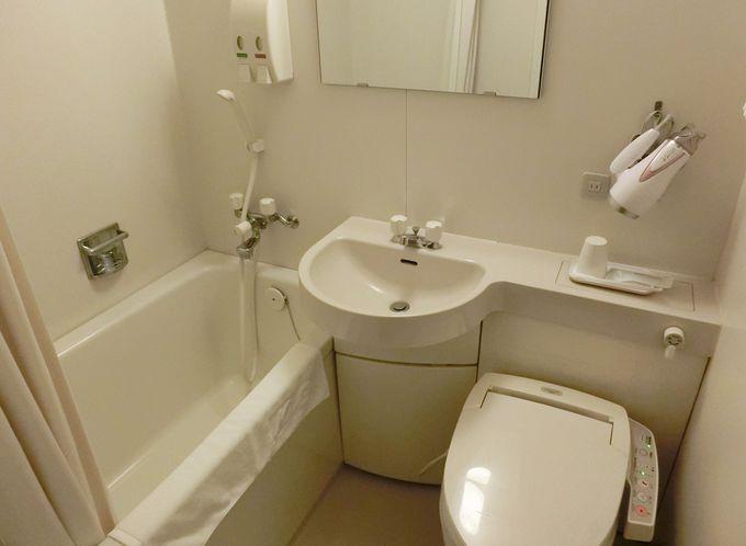 柔らかな白を基調とした浴室