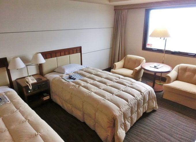 落ち着いた雰囲気の館内と客室