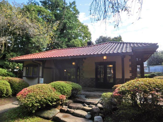 旧渋沢庭園にある洋風茶室「晩香廬」と個人文庫「青淵文庫」