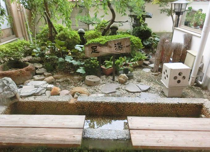 和洋折衷のレトロな空間と足湯