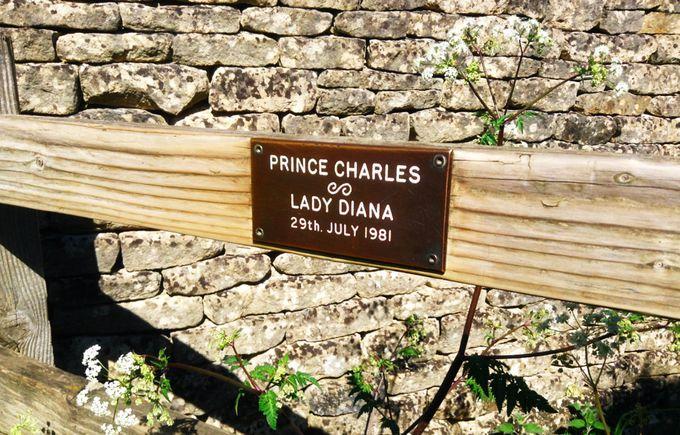 チャールズ皇太子とダイアナ妃訪問のプレートが目印!