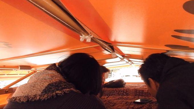 屋形船の屋根が下がります