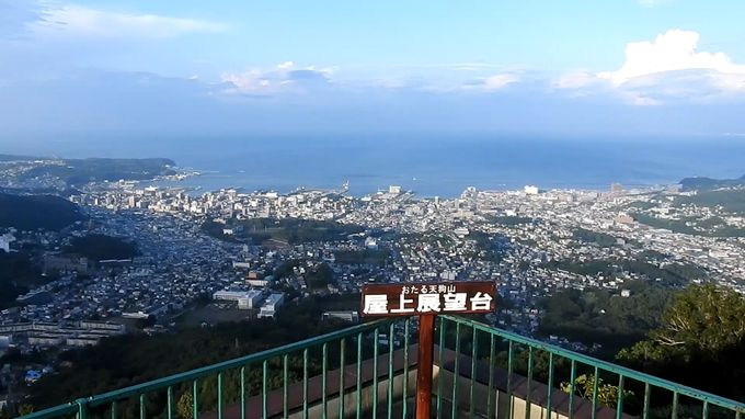 美しい風景の理由は天狗山などの背後の山なみ