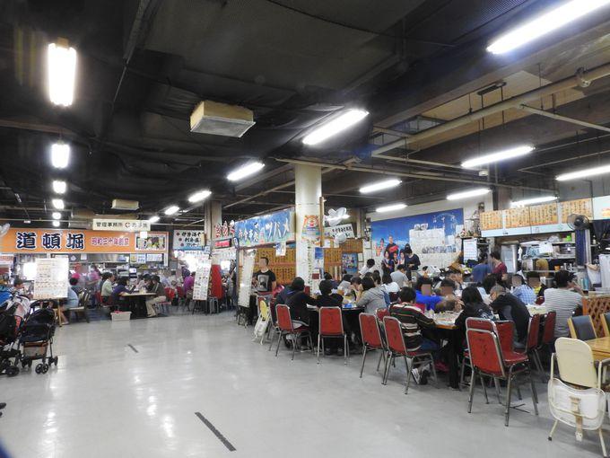 アジアからの観光客で賑わう「第一牧志公設市場」の2階食堂街
