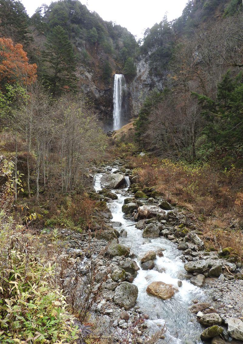 日本の滝100選!奥飛騨「平湯大滝」は落差64mの大迫力