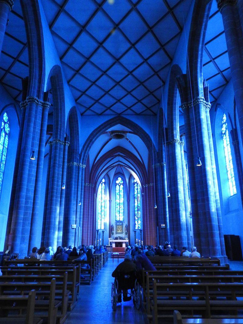 ドイツマインツ、聖シュテファン教会の息を飲むブルー!