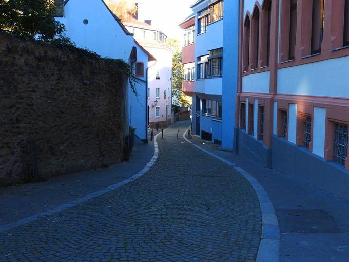 趣あるヴィルギス通りを歩こう