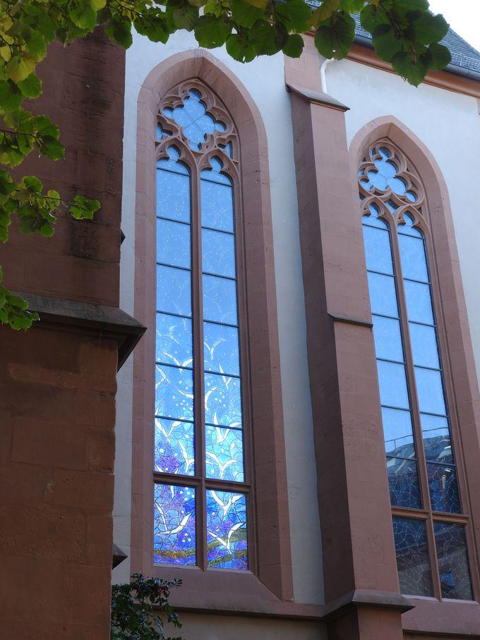 ヴィルギス広場から仰ぎ見る聖シュテファン教会