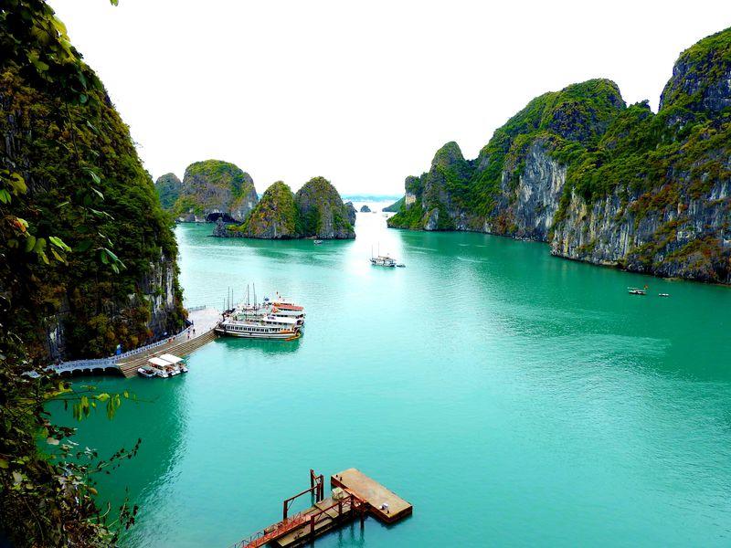 オウコー号で行くベトナムハロン湾、絶景の旅
