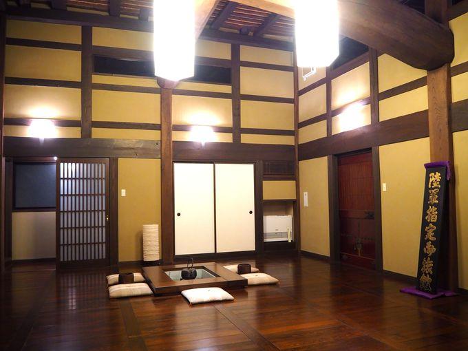 懸魚(げぎょ)や六葉(ろくよう)も見ることができる武家屋敷の格式
