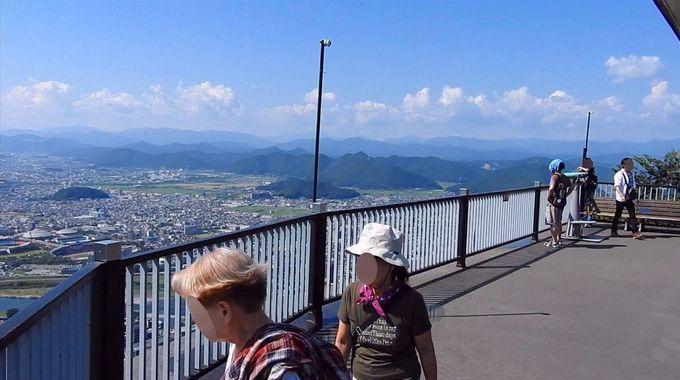 金華山ロープウェイ下車後、すぐにある絶景展望台