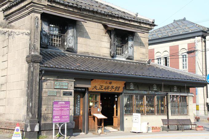 堺町通りは「小樽大正硝子館」から始まる