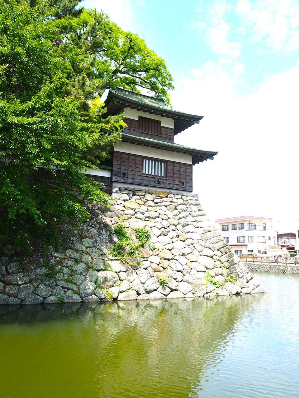 3.復興された門と櫓