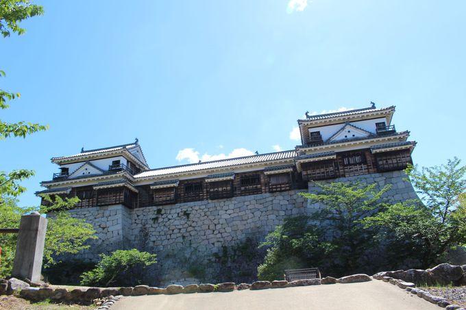 1.日本人から外国人まで人気の観光地、松山城とは?