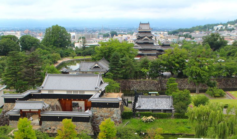 武装的で華麗な容姿!ギャップに萌える長野県の「松本城」