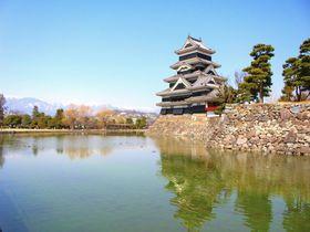 長野の観光名所「松本城」は、武装的なのに美しいギャップ萌えの城!