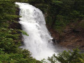 かつてはダム計画も!?尾瀬「平滑&三条の滝」は衝撃の名瀑|群馬県|トラベルjp<たびねす>