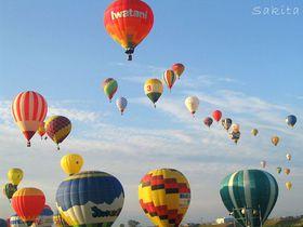 100余のバルーンが舞う!2016佐賀熱気球世界選手権は早朝の一斉離陸を見逃すな|佐賀県|トラベルjp<たびねす>