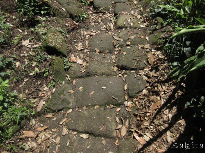 「車力道」は採石の歴史を感じる登山道