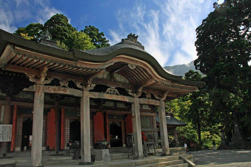 神社の参拝のあとは、お寺もお参り