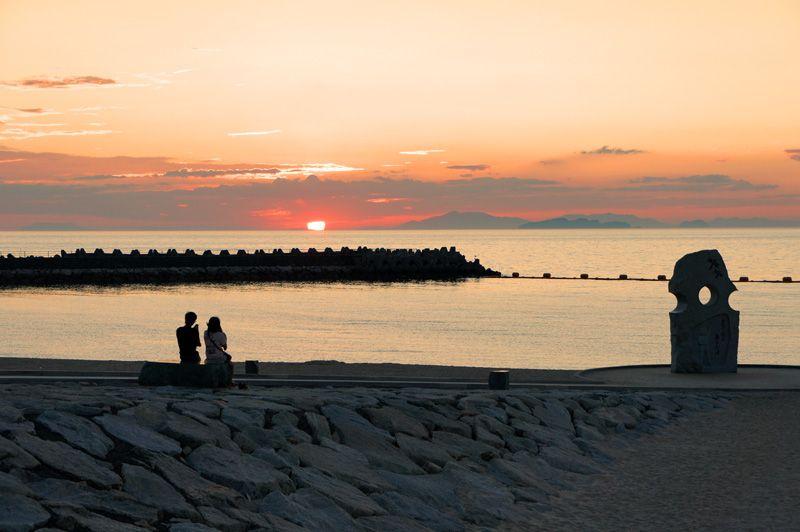恋人の聖地、「恋人岬」でロマンチックな日没を
