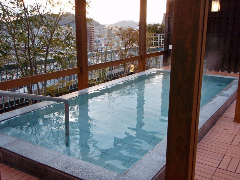 松山城を望む超絶景露天風呂「宝荘ホテル」