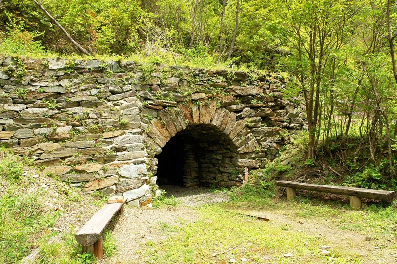 明治中期につくられた山の上の長大なトンネル!