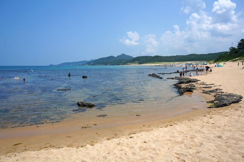 青い海と白い砂!海遊びと温泉も楽しめる琴引浜