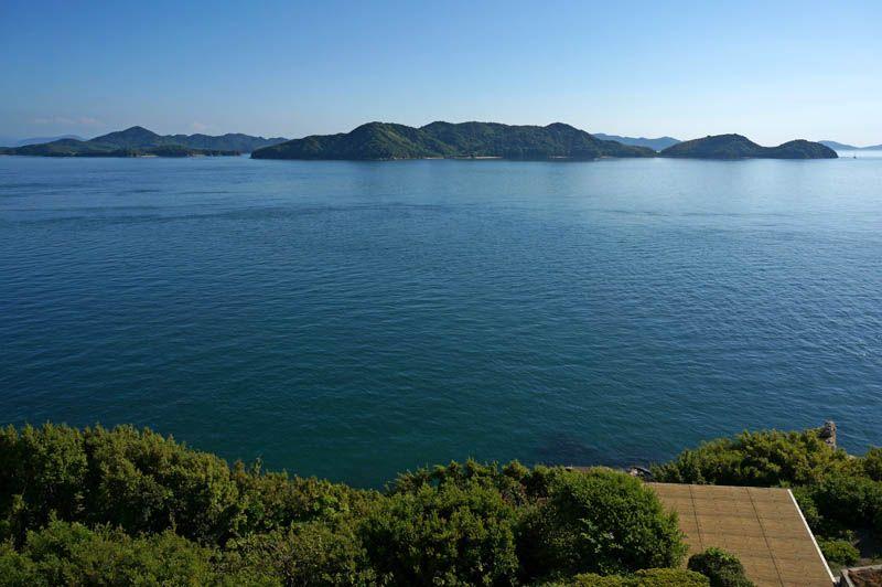 露天も内風呂も絶景!潮騒と進む船を楽しむ温泉