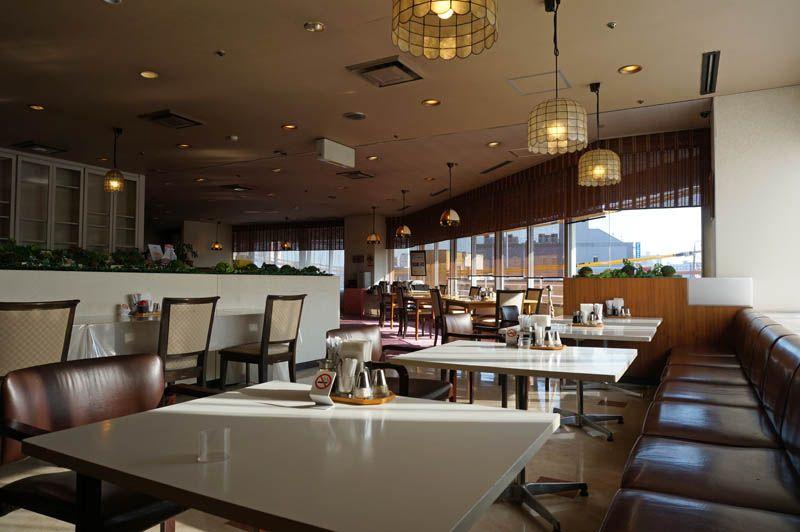 朝から元気に!朝日射し込むレストラン「キャリオカ」
