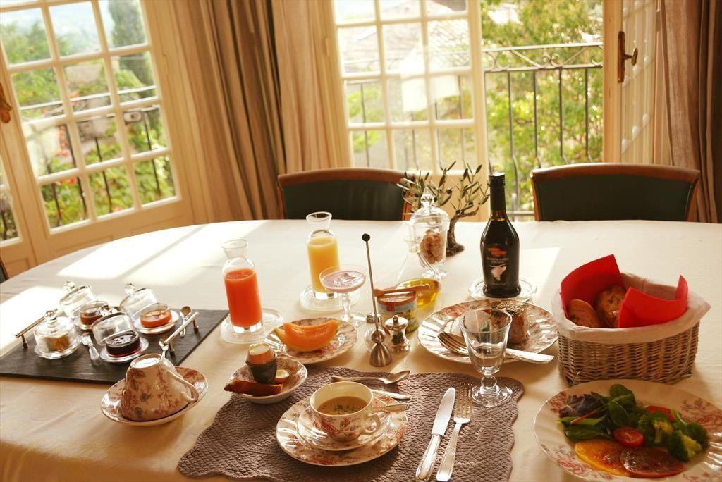 目にも美味しい朝食をプロヴァンスの絶景と共に食らう!!