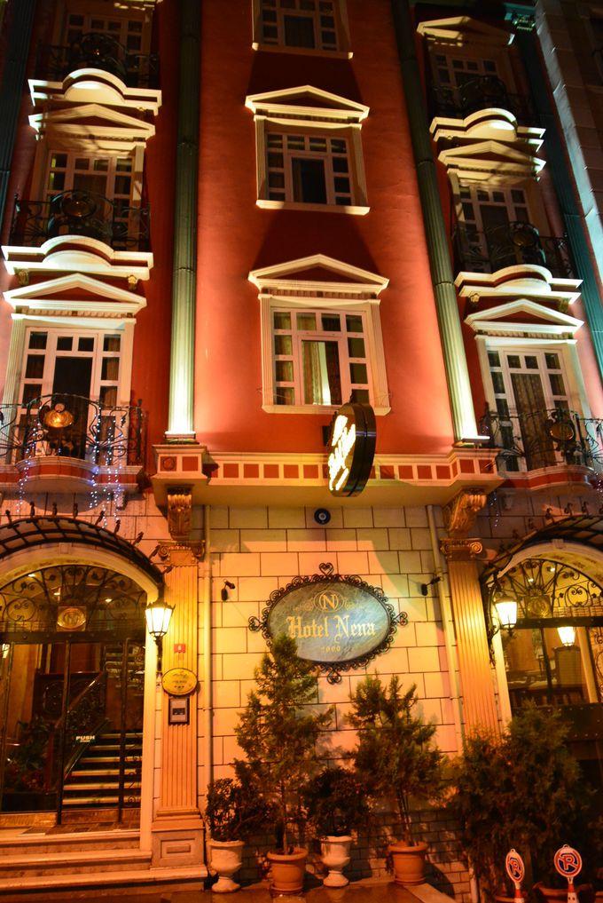 ライトアップされた姿も美しく、イスタンブールを感じるインテリアが素敵なホテル