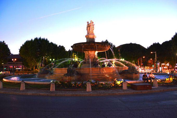 街の名の由来に恥じない大噴水「ロトンドの噴水」