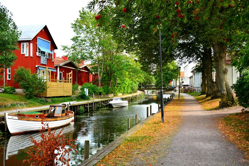 スウェーデンファンタジーが広がる水辺の街「トローサ」でメルヘンな街歩き