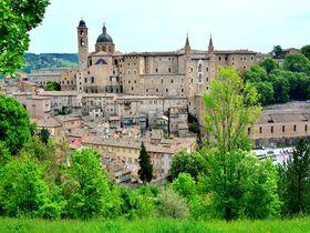 ラファエロの生まれた伊・ウルビーノは中世の香り漂う世界遺産の街