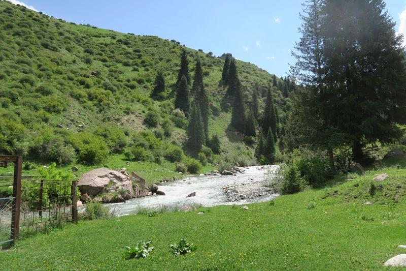 16kmの山歩きで秘境に行こう!キルギス「アルティン・アラシャン」