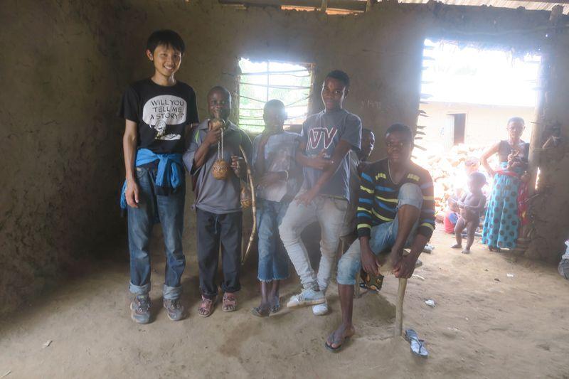 平均身長150cm以下と世界最小。ウガンダのピグミー族に会いに行こう!