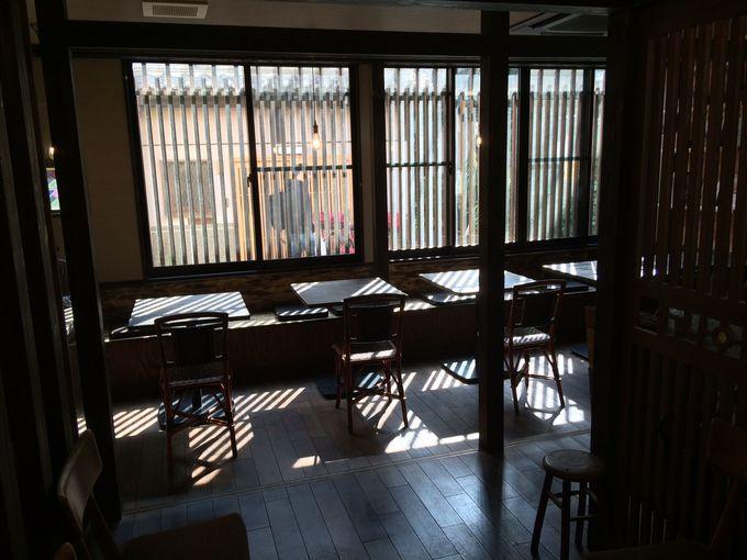 24時間営業のカフェも併設!