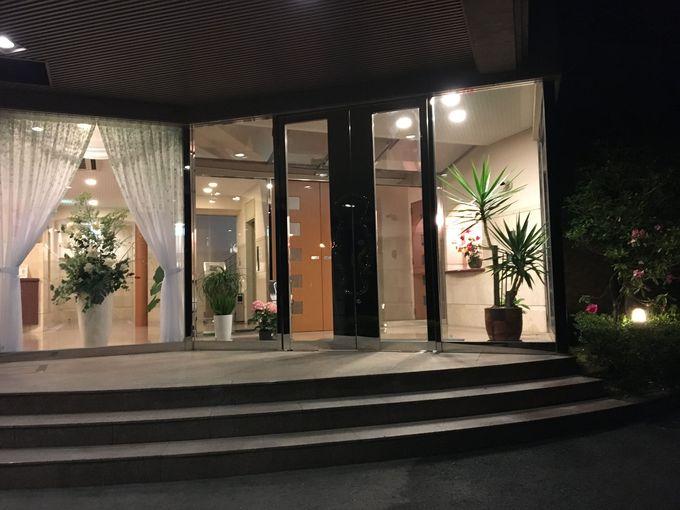 金魚のまち熊本・長洲の「ビジネスインうめさき」は花が溢れるハイセンスなホテル
