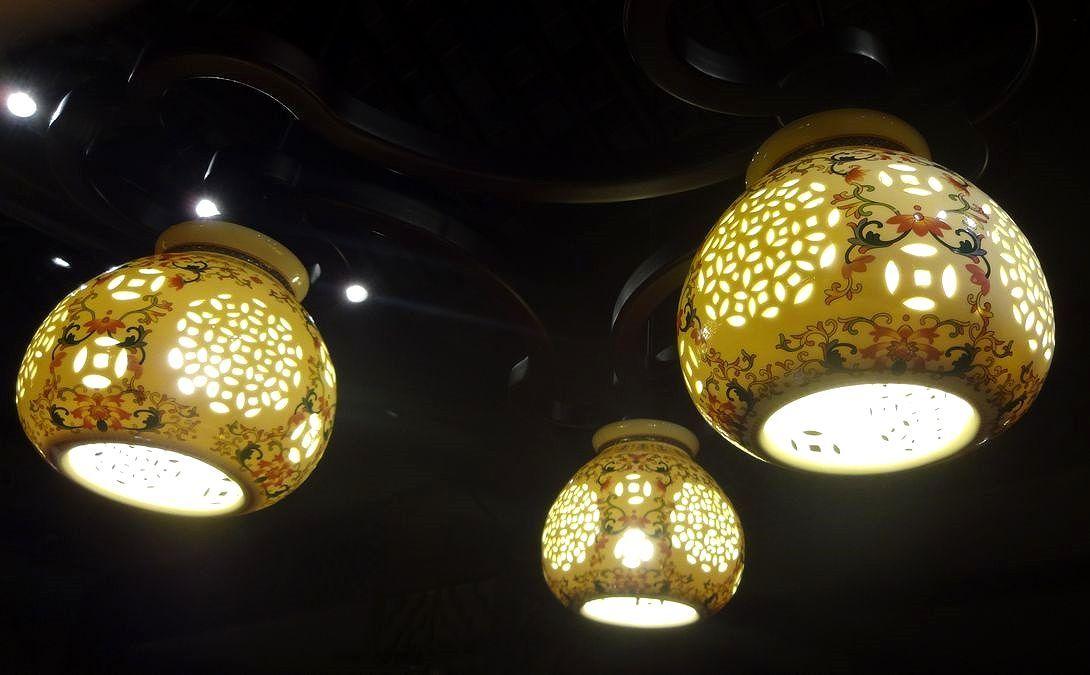 陶器製のランプシェードがオシャレ